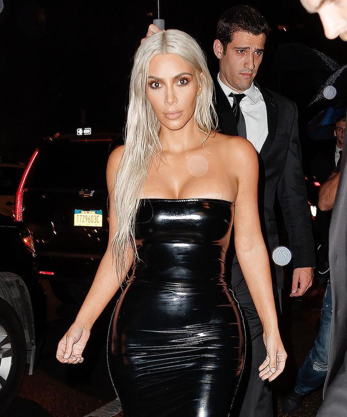 Ngọc Trinh diện váy nhựa bó sát không chút mỡ thừa, nhìn tới Mỹ Tâm mới thật sự đẳng cấp Ảnh 12