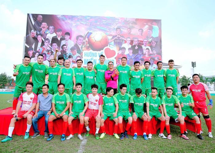Lâm Vũ, Hoàng Sơn tổ chức trận bóng gây quỹ, quyên góp hơn 300 triệu ủng hộ miền Trung Ảnh 9