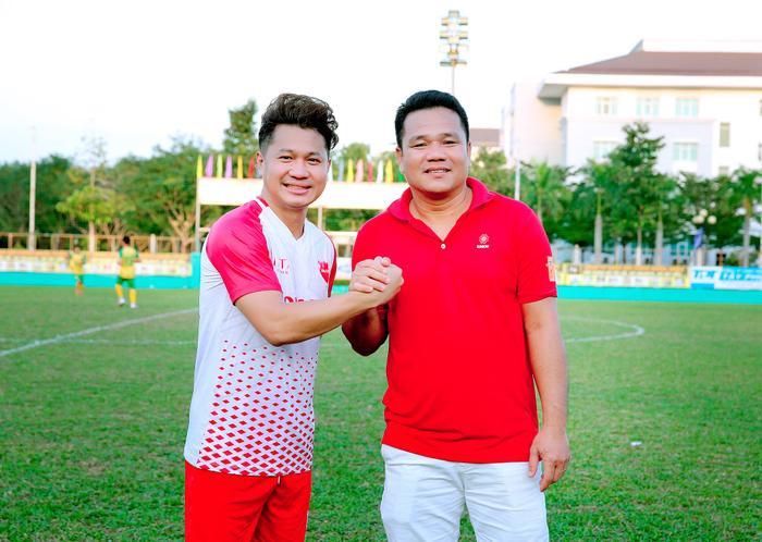 Lâm Vũ, Hoàng Sơn tổ chức trận bóng gây quỹ, quyên góp hơn 300 triệu ủng hộ miền Trung Ảnh 2