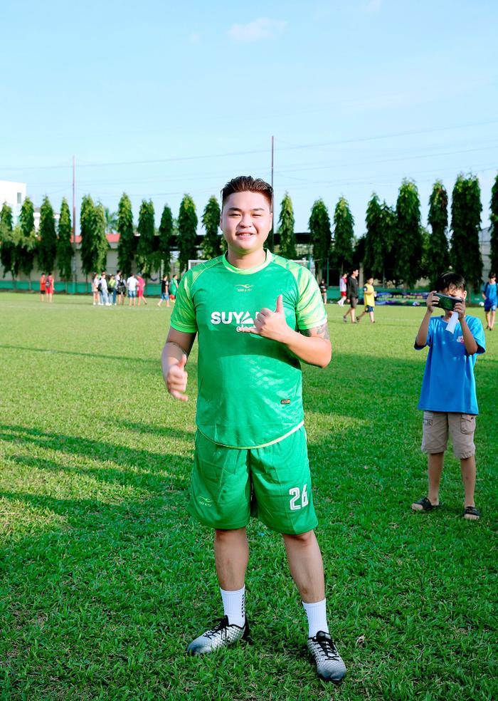 Lâm Vũ, Hoàng Sơn tổ chức trận bóng gây quỹ, quyên góp hơn 300 triệu ủng hộ miền Trung Ảnh 3