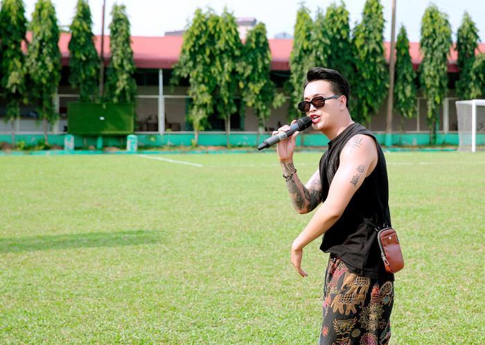 Lâm Vũ, Hoàng Sơn tổ chức trận bóng gây quỹ, quyên góp hơn 300 triệu ủng hộ miền Trung Ảnh 10