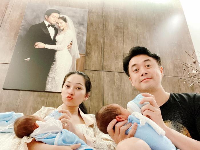 Sara Lưu bị trêu 'đẻ thuê' khi cặp song sinh giống Dương Khắc Linh từ mặt mũi đến nết ngủ Ảnh 6