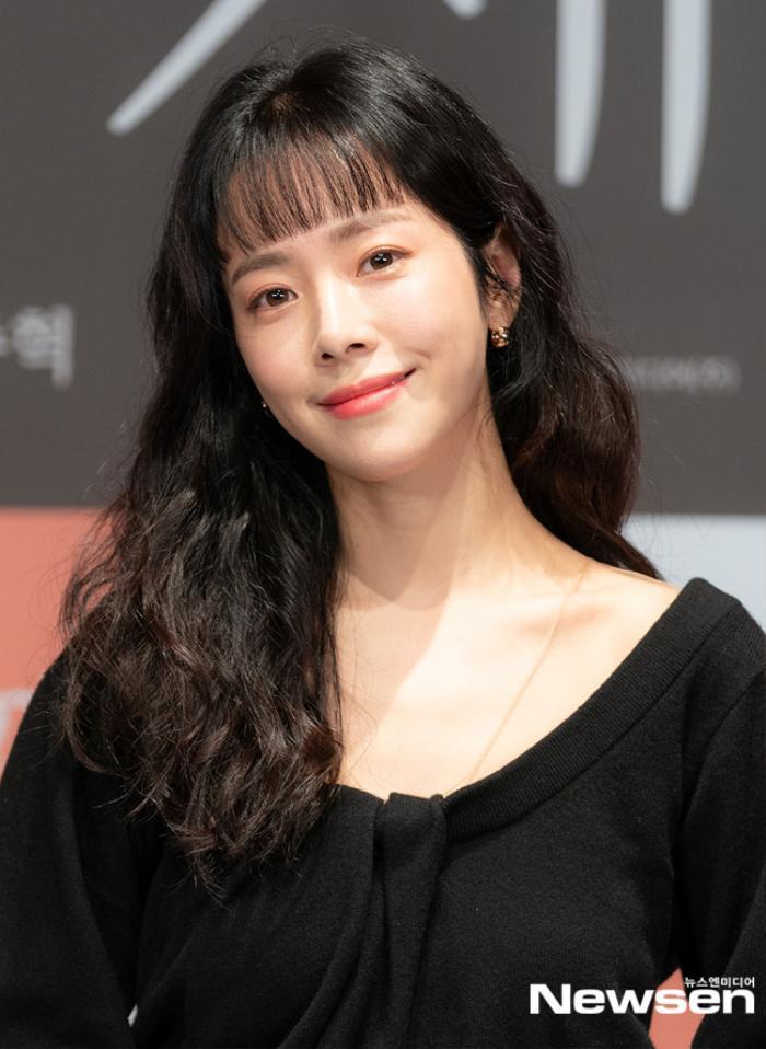 Han Ji Min e ấp bên 'bạn trai' Nam Joo Hyuk mặc kệ khoảng cách 12 tuổi Ảnh 4