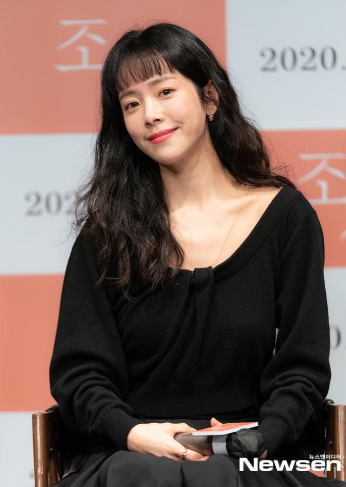 Han Ji Min e ấp bên 'bạn trai' Nam Joo Hyuk mặc kệ khoảng cách 12 tuổi Ảnh 11