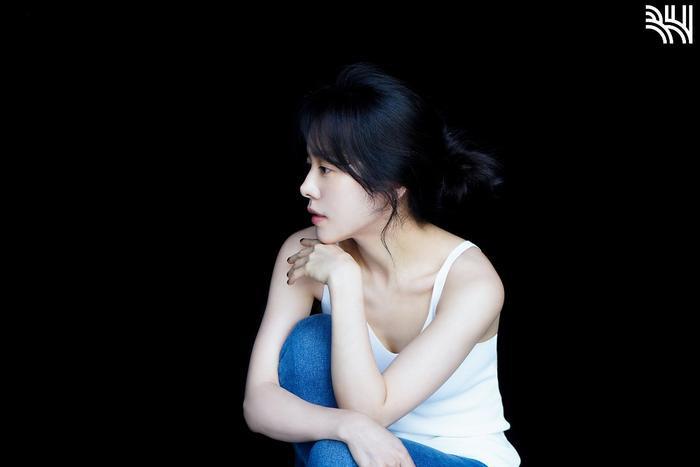 Han Ji Min khoe vòng một gợi cảm, xinh đẹp như idol tuổi 20 Ảnh 4