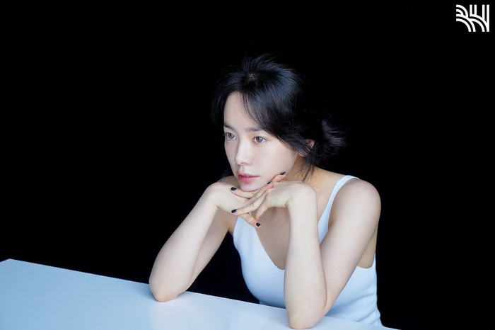 Han Ji Min khoe vòng một gợi cảm, xinh đẹp như idol tuổi 20 Ảnh 5
