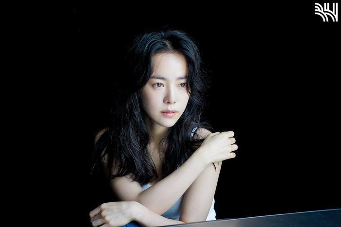 Han Ji Min khoe vòng một gợi cảm, xinh đẹp như idol tuổi 20 Ảnh 12