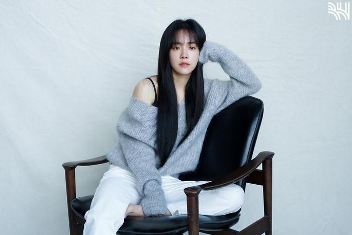 Han Ji Min khoe vòng một gợi cảm, xinh đẹp như idol tuổi 20 Ảnh 19