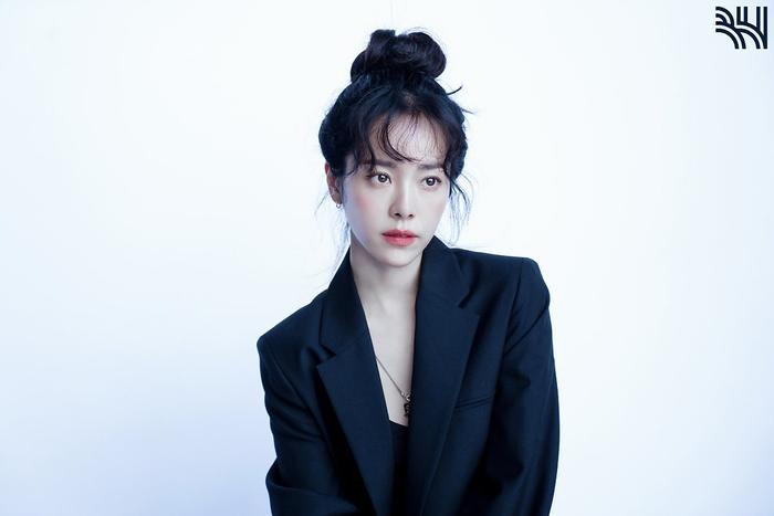 Han Ji Min khoe vòng một gợi cảm, xinh đẹp như idol tuổi 20 Ảnh 18