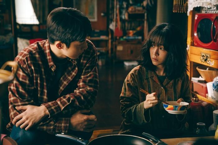 Han Ji Min để mặt mộc, Nam Joo Hyuk không rửa mặt quay Josee: Đừng xem đây là phim của người khuyết tật! Ảnh 13