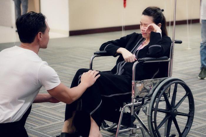 Sao Việt khi được cầu hôn: Lan Khuê mặc gợi cảm riêng Hà Hồ tự chê mình 'xấu đau xấu đớn' Ảnh 2