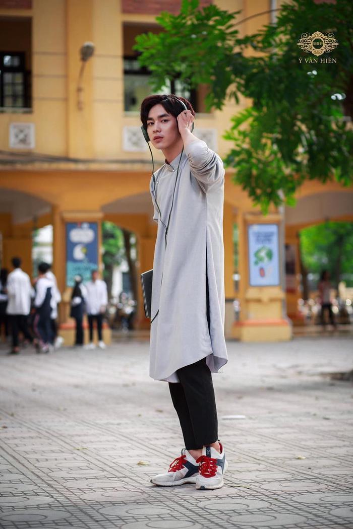 Bộ ảnh nam sinh mặc áo dài truyền thống đến trường nhận 'bão like' vì trông ai cũng thật bảnh bao Ảnh 7
