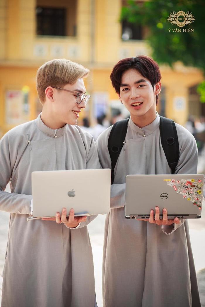 Bộ ảnh nam sinh mặc áo dài truyền thống đến trường nhận 'bão like' vì trông ai cũng thật bảnh bao Ảnh 10