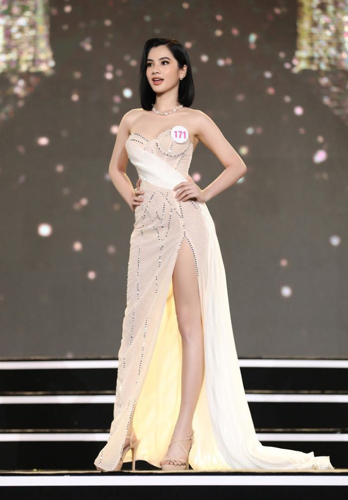 Cô gái có 'gương mặt đẹp nhất Hoa hậu Việt Nam 2020' giảm 10kg trong vòng 1 tháng để đi thi hoa hậu Ảnh 6