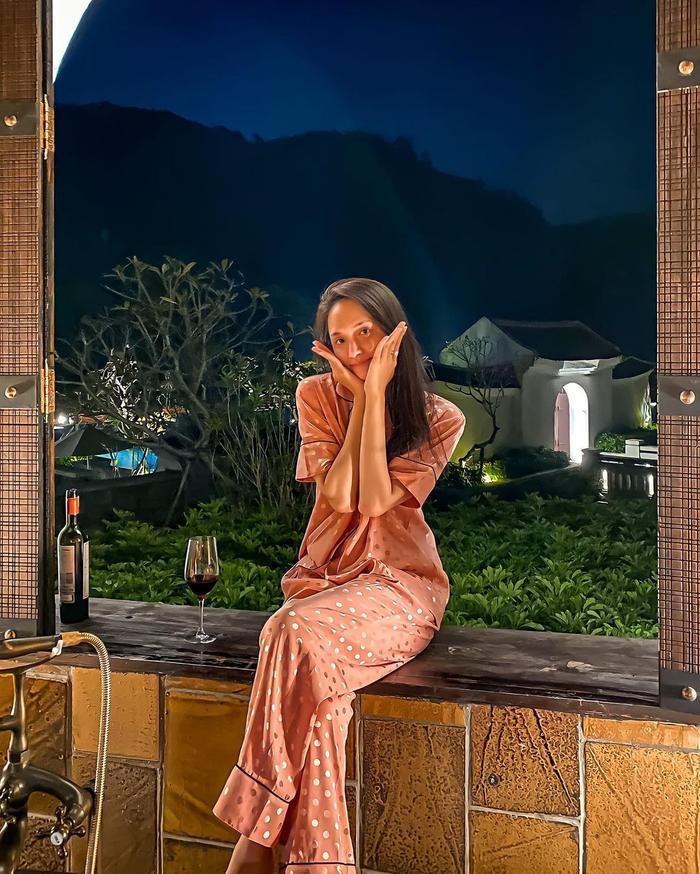 Ngọc Trinh thách thức khoe dáng, Hương Giang từ chối: 'Em đã quá quay cuồng với cuộc sống' Ảnh 2