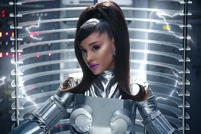 34+35: Ariana Grande xoạc cực đỉnh trong MV mới nhất Ảnh 13