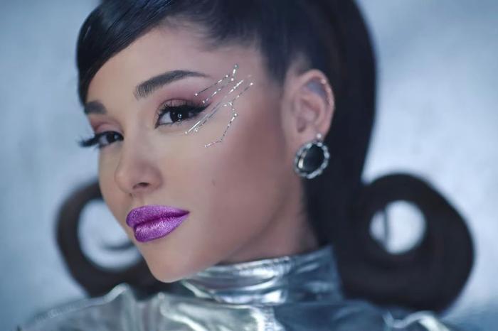 34+35: Ariana Grande xoạc cực đỉnh trong MV mới nhất Ảnh 12