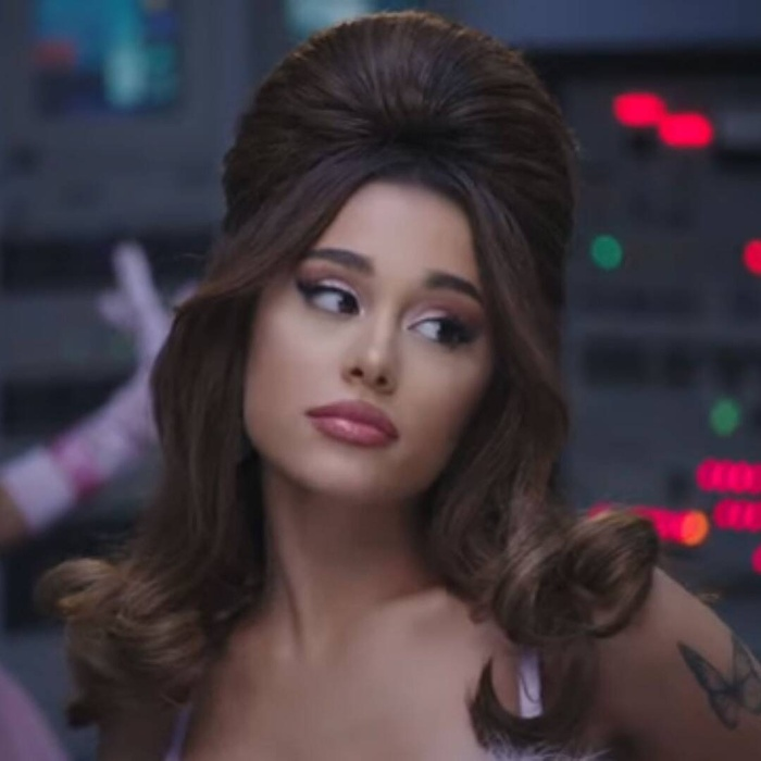 34+35: Ariana Grande xoạc cực đỉnh trong MV mới nhất Ảnh 2