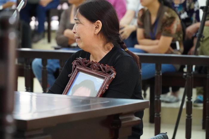 Bản án nào dành cho người mẹ cùng cha dượng bạo hành bé gái 3 tuổi ở Hà Nội tử vong thương tâm? Ảnh 8