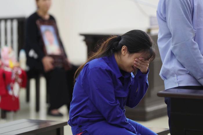 Bản án nào dành cho người mẹ cùng cha dượng bạo hành bé gái 3 tuổi ở Hà Nội tử vong thương tâm? Ảnh 3