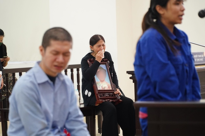 Bản án nào dành cho người mẹ cùng cha dượng bạo hành bé gái 3 tuổi ở Hà Nội tử vong thương tâm? Ảnh 6