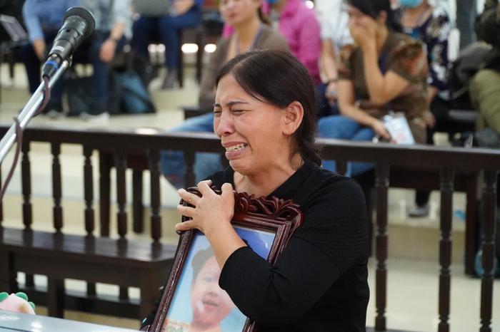 Bản án nào dành cho người mẹ cùng cha dượng bạo hành bé gái 3 tuổi ở Hà Nội tử vong thương tâm? Ảnh 7