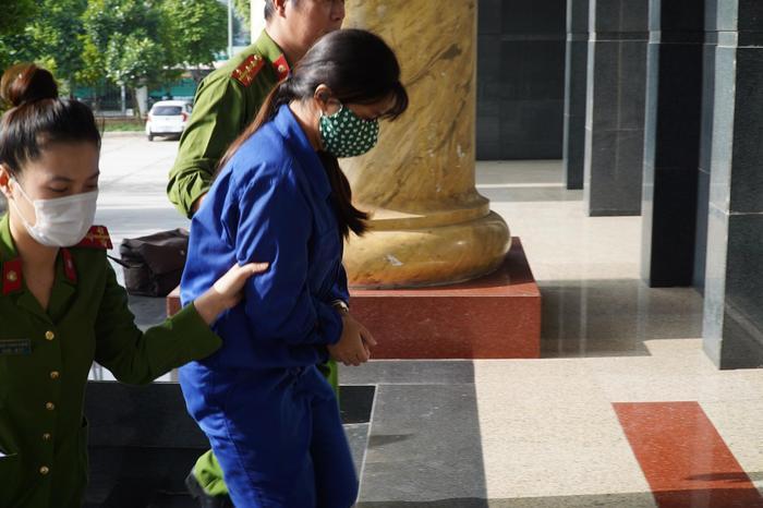Sắp tuyên án cha dượng cùng mẹ đẻ bạo hành con gái 3 tuổi tử vong Ảnh 3