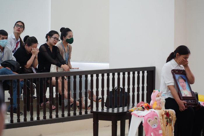 Tuyên án tử hình người cha dượng, mẹ đẻ bạo hành con gái 3 tuổi đến chết tù chung thân Ảnh 4