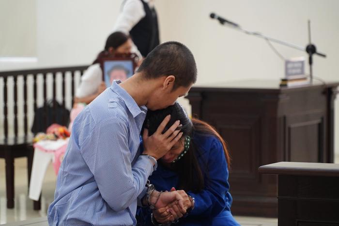 Tuyên án tử hình người cha dượng, mẹ đẻ bạo hành con gái 3 tuổi đến chết tù chung thân Ảnh 7