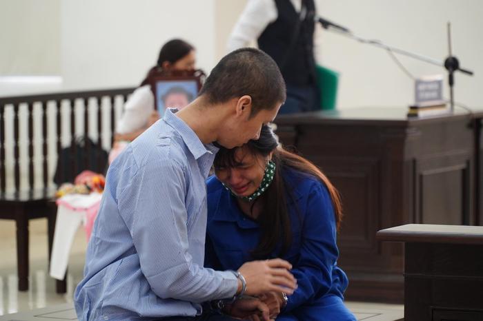 Tuyên án tử hình người cha dượng, mẹ đẻ bạo hành con gái 3 tuổi đến chết tù chung thân Ảnh 6