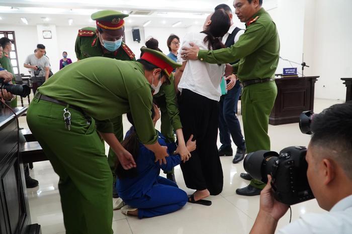 Chồng bị tuyên án tử hình, người mẹ bạo hành con gái tử vong gào khóc: 'Con xin mẹ giảm án cho chồng con' Ảnh 5