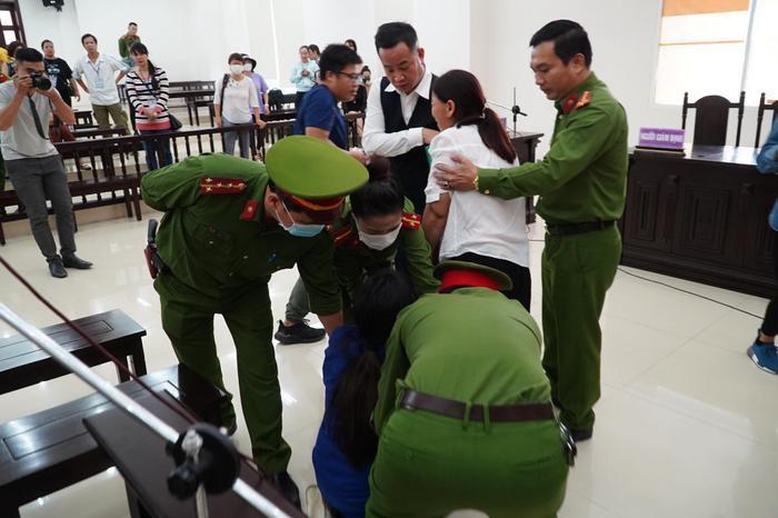Chồng bị tuyên án tử hình, người mẹ bạo hành con gái tử vong gào khóc: 'Con xin mẹ giảm án cho chồng con' Ảnh 4