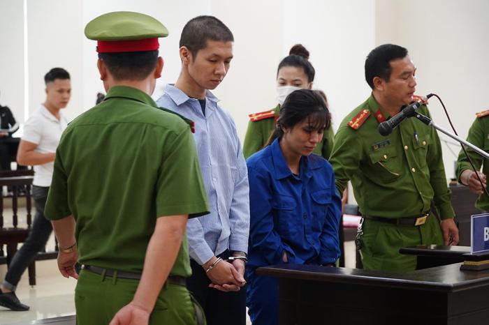 Chồng bị tuyên án tử hình, người mẹ bạo hành con gái tử vong gào khóc: 'Con xin mẹ giảm án cho chồng con' Ảnh 1