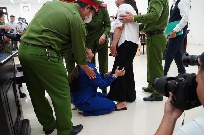 Chồng bị tuyên án tử hình, người mẹ bạo hành con gái tử vong gào khóc: 'Con xin mẹ giảm án cho chồng con' Ảnh 6