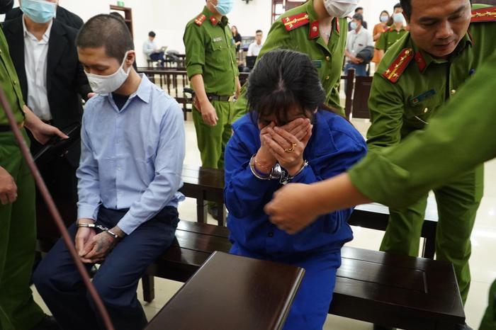 Chồng bị tuyên án tử hình, người mẹ bạo hành con gái tử vong gào khóc: 'Con xin mẹ giảm án cho chồng con' Ảnh 2
