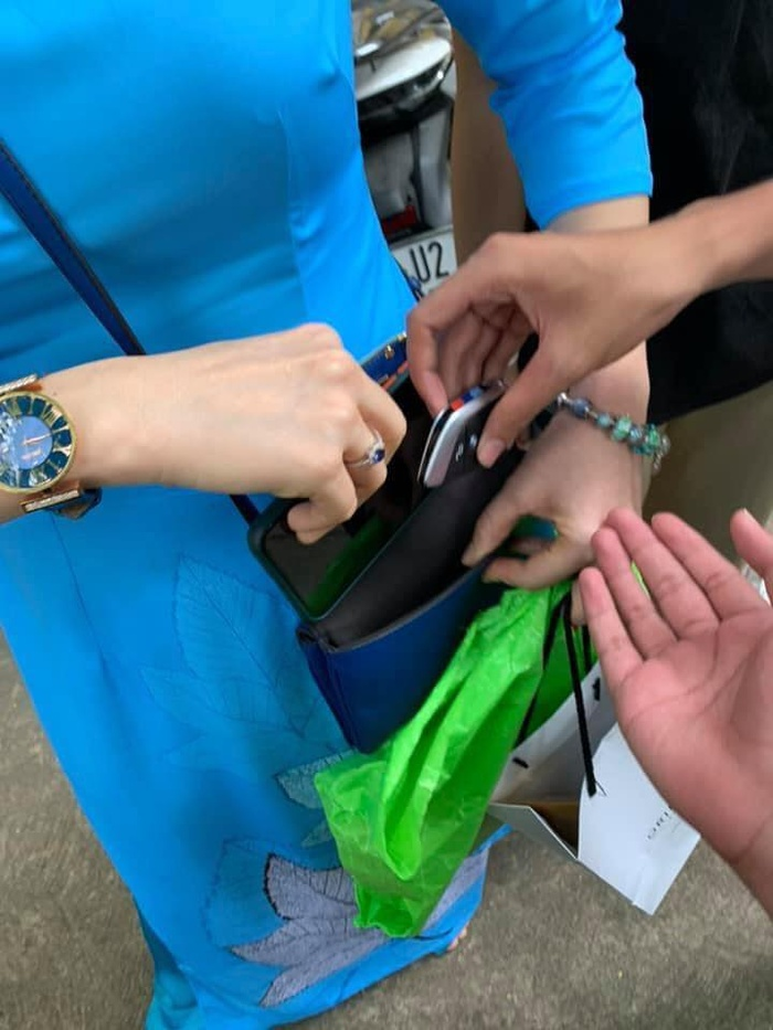 Nữ giáo viên khiến học trò phải trầm trồ: Đi dạy vì đam mê, đeo đồng hồ hiệu, lái siêu xe đến trường Ảnh 2