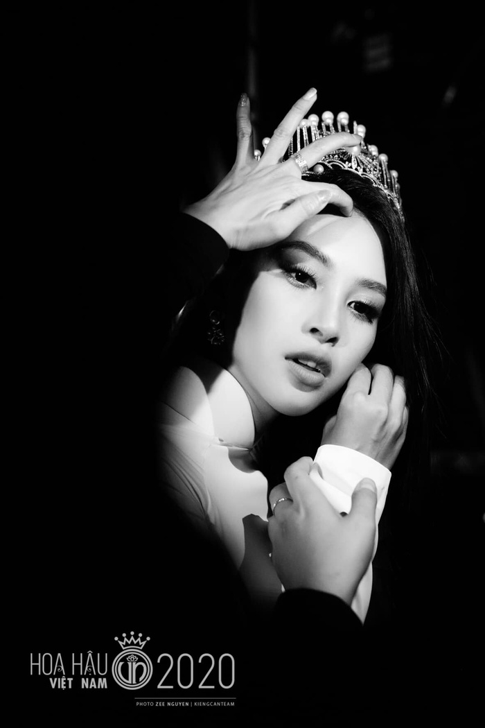 Tiểu Vy diện váy dạ hội đơn giản, nghẹn ngào nước mắt 'final walk' kết thúc nhiệm kỳ Ảnh 7