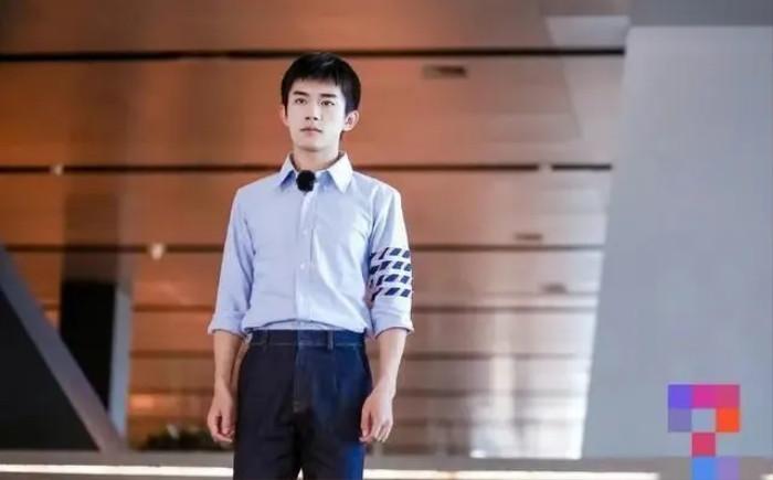 Dân mạng mỉa mai Vương Nhất Bác không có học thức nhưng lại dám 'làm thầy' trong show của đài trung ương Ảnh 3