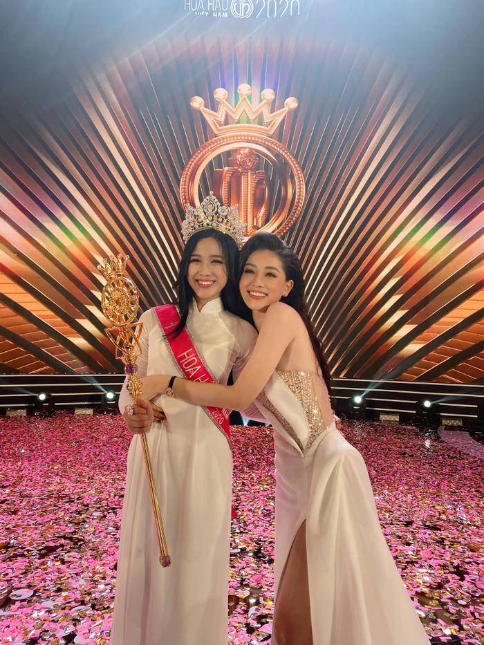 Cặp á hậu đình đám Bùi Phương Nga - Hoàng Thùy xúc động chúc mừng tân hoa hậu Đỗ Hà Ảnh 8