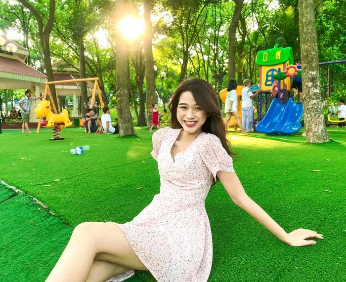 Thời trang streetstyle trẻ trung của Tân Hoa hậu Việt Nam Đỗ Thị Hà Ảnh 4