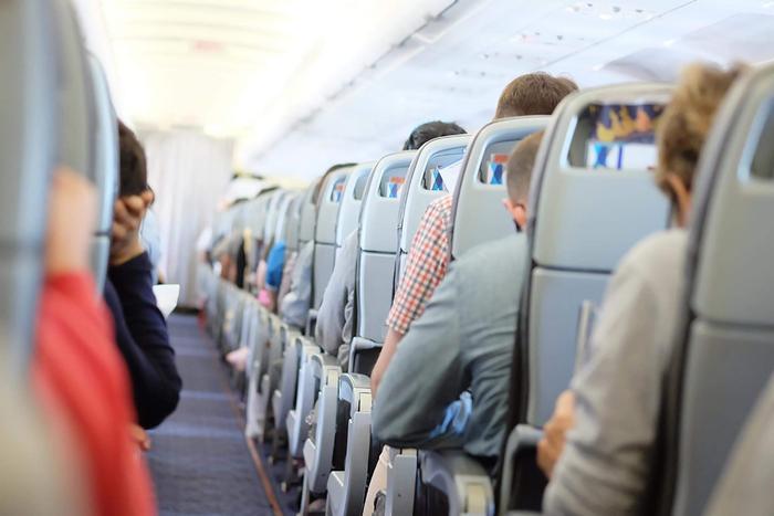 Cựu tiếp viên hàng không tiết lộ 'khung giờ vàng' để đi vệ sinh trên máy bay Ảnh 1
