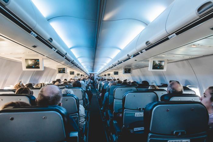 Cựu tiếp viên hàng không tiết lộ 'khung giờ vàng' để đi vệ sinh trên máy bay Ảnh 4