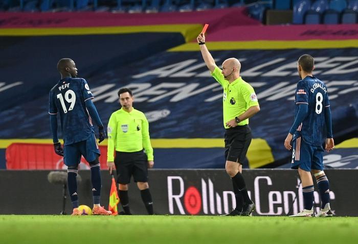 Sao đắt giá nhất lịch sử Arsenal nhận thẻ đỏ vì cú 'thiết đầu công' Ảnh 2