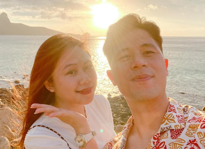 Trang Heo khoe ảnh selfie tình cảm với Đình Trọng dưới ánh hoàng hôn Ảnh 1