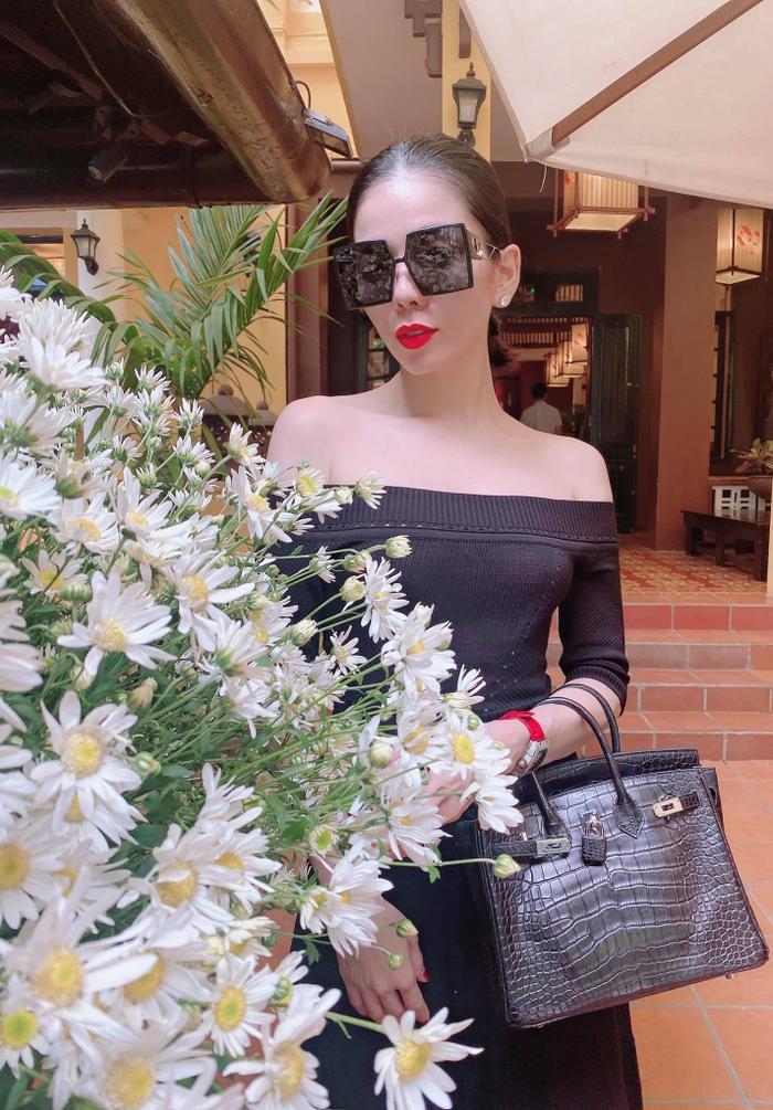 Lệ Quyên bị fan ví như Paris Hilton, đi đâu cũng đeo kính râm to sụ Ảnh 1