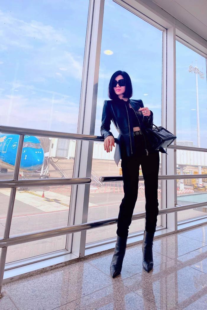 Lệ Quyên bị fan ví như Paris Hilton, đi đâu cũng đeo kính râm to sụ Ảnh 3