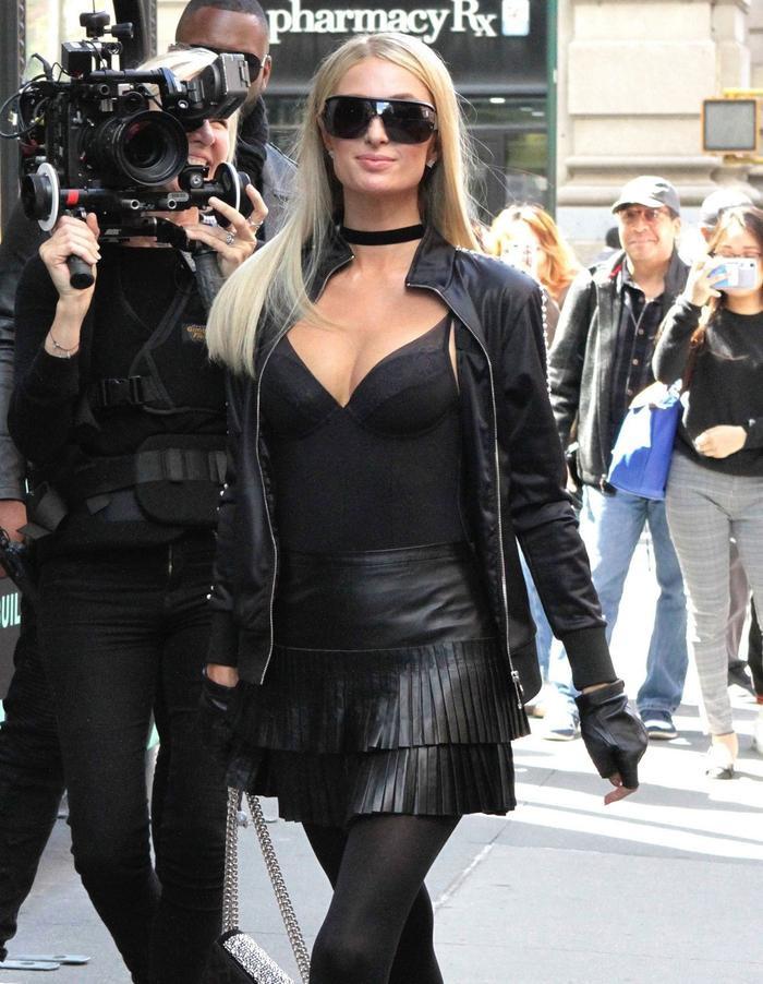 Lệ Quyên bị fan ví như Paris Hilton, đi đâu cũng đeo kính râm to sụ Ảnh 9