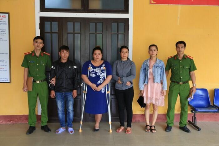 Cô gái vụ đánh ghen kinh hoàng ở Huế: Bị nhóm người đánh hơn 20 phút, người đàn ông vừa đánh vừa sàm sỡ Ảnh 1