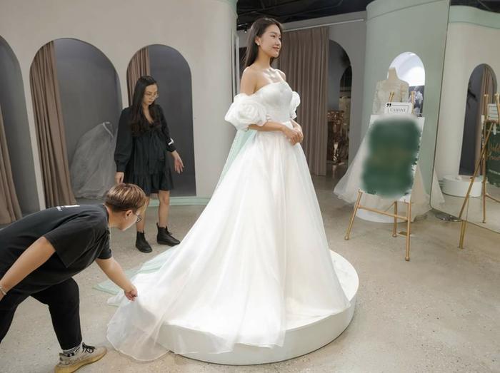 Lộ ảnh bạn gái tin đồn của Đoàn Văn Hậu - Doãn Hải My thử váy cưới lộng lẫy, fan rần rần đồn đoán Ảnh 5