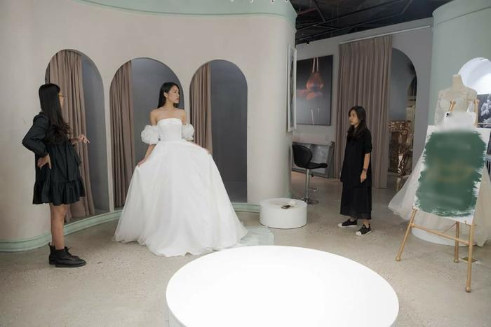 Lộ ảnh bạn gái tin đồn của Đoàn Văn Hậu - Doãn Hải My thử váy cưới lộng lẫy, fan rần rần đồn đoán Ảnh 4